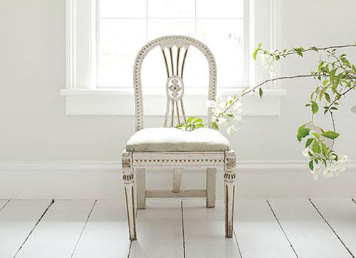 WhitewWhite_Chair